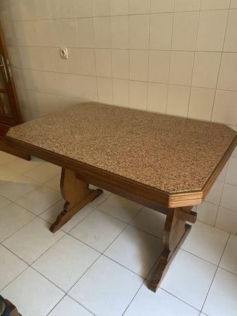 Mesa de cozinha em marmore