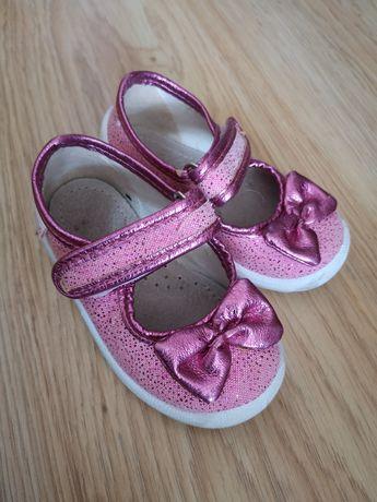 Тапочки Waldi на девочку + кроссовки apawwa