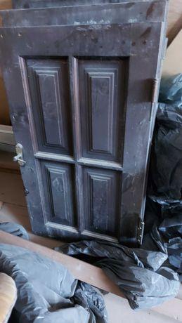 Двери сосновые с лудкой б/у