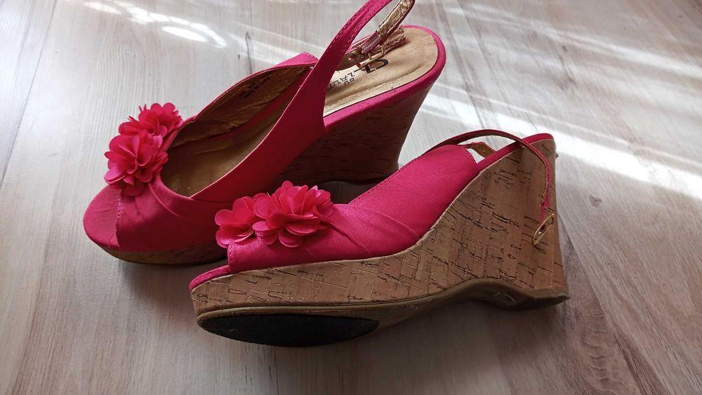 Różowe sandałki w kwiatuszkami Ciche - image 1