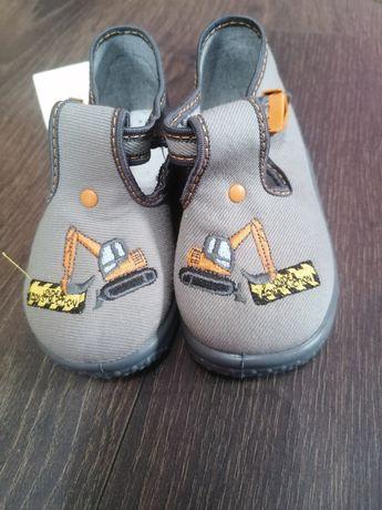 Nowe buty chłopięce z koparka pantofle tenisówki rozm 23 szare