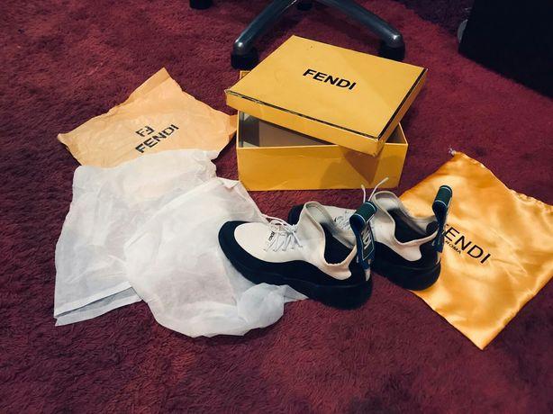 Монохромные кроссовки Fendi Roma