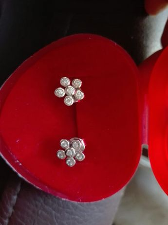Srebrne kolczyki kwiatuszki z cyrkoniami