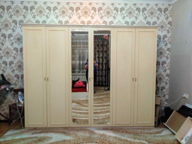 Шкаф, великий вмісткий!