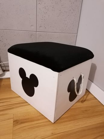 Drewniana skrzynia z siedziskiem na zabawki dla dzieci