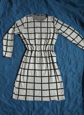 Сіре плаття в клітку