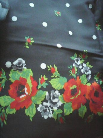Отрез ткани цветы и горох