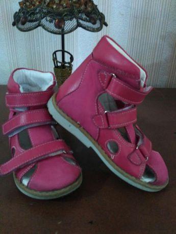 Продам ортопедическую обувь для девочки