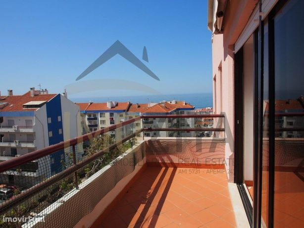 Ericeira vende-se apartamento T4 em duplex com vista de mar.