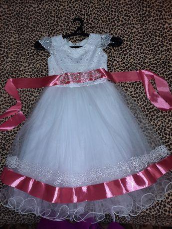 Нарядное платье для девочки р. 110 -116