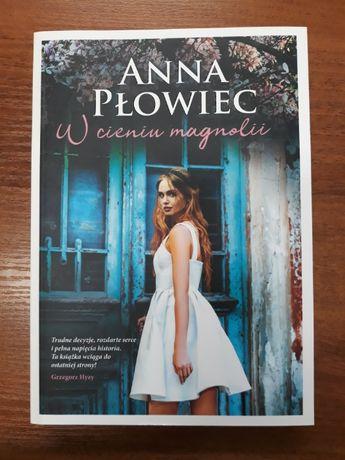 W cieniu magnolii Anna Płowiec jak NOWA