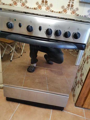 Fogão com forno eléctrico INDESIT