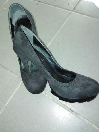 Calcado novo sapatos e botas