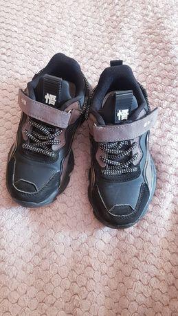 Кросівки на хлопчика або дівчинку