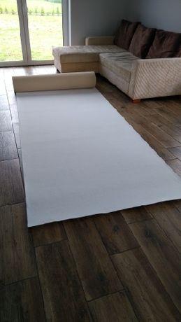 Biały dywan, chodnik, dekoracja kościoła/sali/aleja ślubna