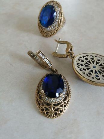 Эксклюзивный серебряный комплект, кольцо 17.5 - 18,5 р. и серьги