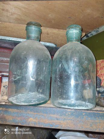 Две медицинские бутыли