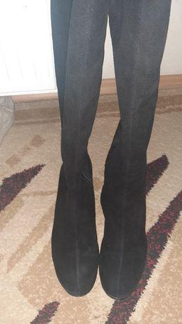 Высокие замшевые сапоги в черном цвете
