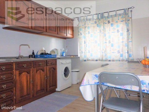 Apartamento T3 remodelado com parqueamento Castelo Branco