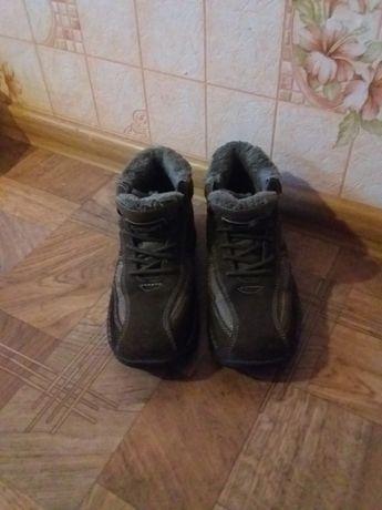 Фирменные кожаные кроссовки 36 размер