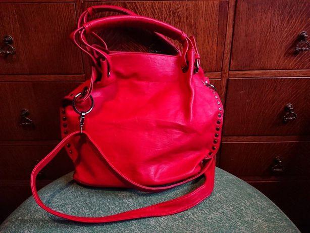 pojemna czerwona torebka