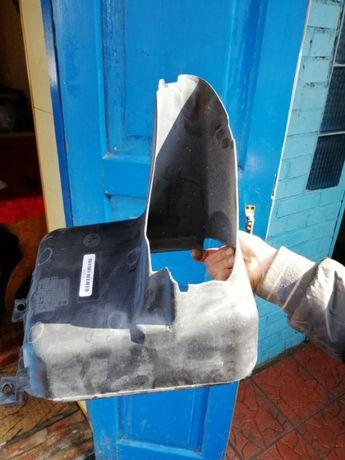 51748057278 (BMW) Воздуховод масляного радиатора правий