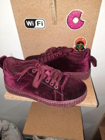 Ténis/sapatos de veludo bordô n39