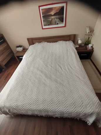 Łóżko sypialniane 160x200+2szafki,prześcieradła,pościele,narzuta