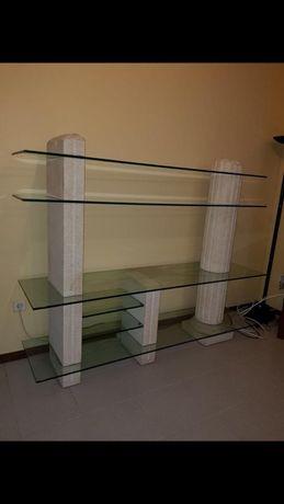 Estante de pedra e vidro