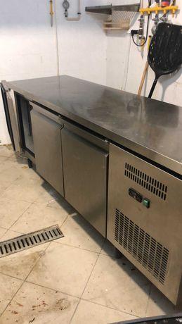 Professional under the counter fridge/freezer