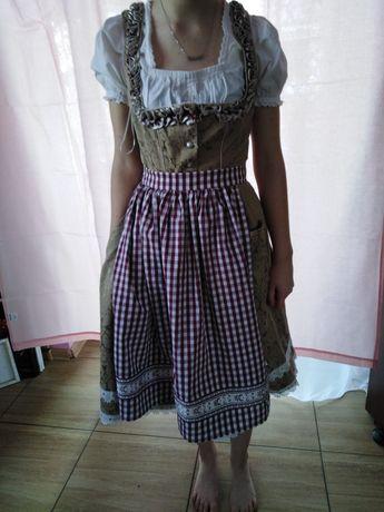Ludowa sukienka z fartuszkiem