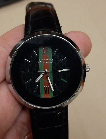 Часы кварцевые GUCCI с кожаным ремешком. унисекс