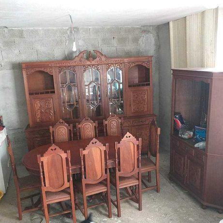 Móvel sala com mesa e cadeiras  .