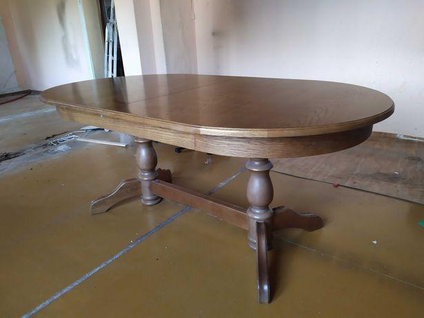 Duży solidny dębowy stół z krzesłami