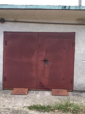 Гараж двох рівнений гараж
