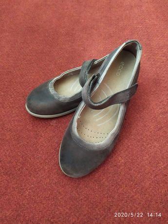 Ecoo кожаные туфельки на девочку 34 р.