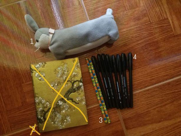 Material escolar: Bolsa, lápis, canetas