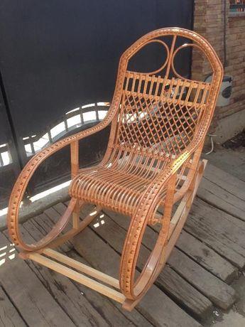Крісла - качалки плетені з лози та масива бука