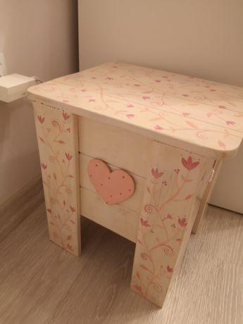 Drewniany Taboret krzesełko pufa dla dzieci dziewczynki
