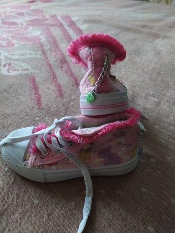 Дитячі кросівки .