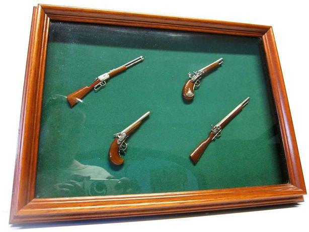 vintage moldura c miniaturas antigos modelos de armas com prata