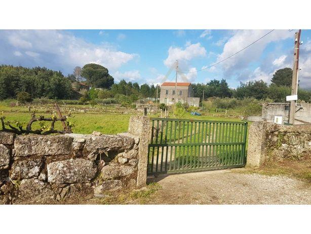 Quinta bem localizada em pacata aldeia perto da cidade Go...
