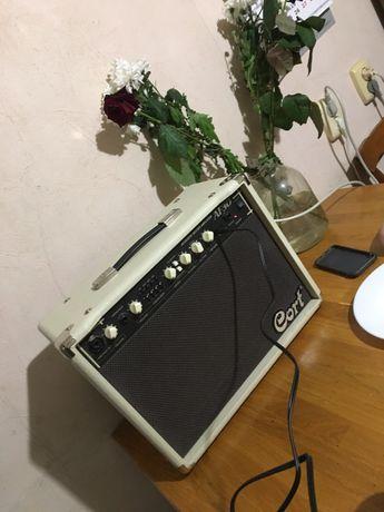 Комбоуселитель акустический Cort AF30