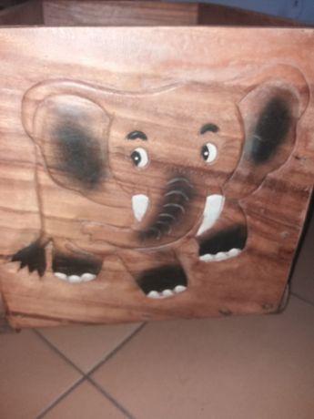 Caixa c/rodas em madeira