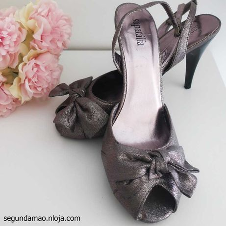 Sandália de salto alto prateada