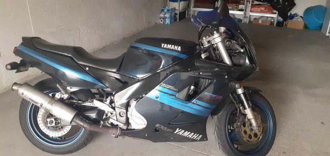 Mota Yamaha FZR 1000