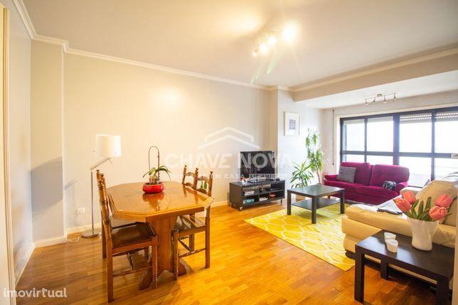 Apartamento T4 C/ 2 Lugares de garagem - Carvalhos