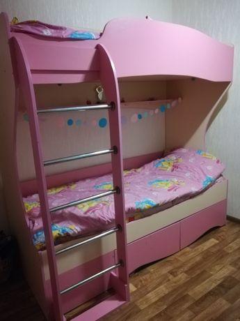 Детская спальня для принцесс. Двухъярусная кровать и детский уголок
