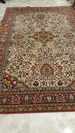 Продам килим гарний ,яскравий,висів на стіні...