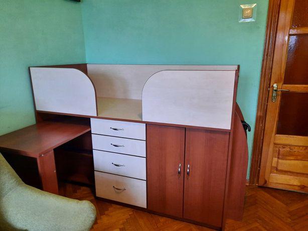 Детская кровать со столом, шкафом и тумбой